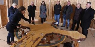 Stephanie Exner präsentiert die Ergebnisse der Restauration am Triumphkreuz, Foto: Torsten Biel
